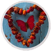 Red Wing Butterfly In Heart Round Beach Towel