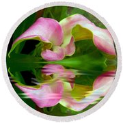 Reflecting Lily Round Beach Towel