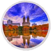 Reflection Of City Round Beach Towel