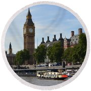 River Thames View Round Beach Towel