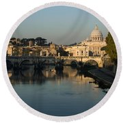 Rome - Iconic View Of Saint Peter's Basilica Reflecting In Tiber River Round Beach Towel