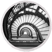 Rookery Building Oriel Staircase - Black And White Round Beach Towel