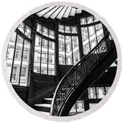 Rookery Building Winding Staircase And Windows - Black And White Round Beach Towel
