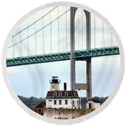 Rose Island Lighthouse Round Beach Towel
