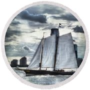 Sailing On The Hudson Round Beach Towel