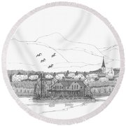 Saugerties From Tivoli Round Beach Towel