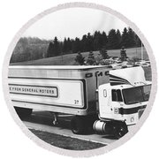 Semi Truck With Dragfoiler Round Beach Towel