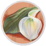 Single Calla Lily And Leaf Round Beach Towel