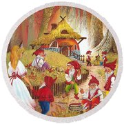 Snow White And The Seven Dwarfs Round Beach Towel