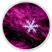 Snowflake On Magenta Round Beach Towel
