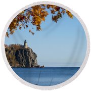 Split Rock Leaves Round Beach Towel