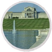 St Louis Art Museum And Grand Basin Round Beach Towel