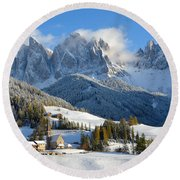 St. Magdalena Village In The Snow In Winter Round Beach Towel