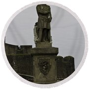 Statue Of Robert The Bruce On The Castle Esplanade At Stirling Castle Round Beach Towel