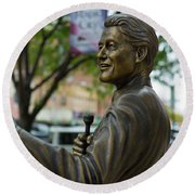 Statue Of Us President Bill Clinton Round Beach Towel