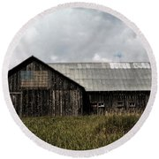 Summer Barn In The Country  Round Beach Towel