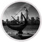 Sundial And Chicago Il B W Round Beach Towel