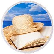 Sunhat In Sand Round Beach Towel