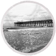 Sunrise At Surfside Bw Round Beach Towel