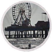 Surfer And Lovers At Pleasure Pier Round Beach Towel