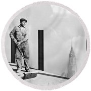 Sweeping The Empire State Bldg Round Beach Towel