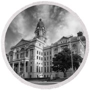 Tarrant County Courthouse Bw Round Beach Towel