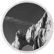 The Arch In Black And White Round Beach Towel