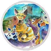The Cat Family Of Toledo Round Beach Towel