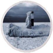 The Polar Vortex Freezes The Great Lakes Round Beach Towel