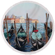 Tied Up In Venice Round Beach Towel
