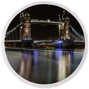 Tower Bridge With Boat Trails Round Beach Towel