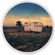 Trailer At Dusk Round Beach Towel