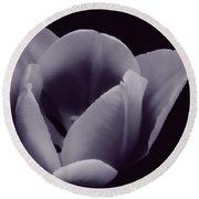 Tulip In Black And White Round Beach Towel