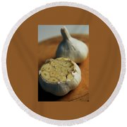 Two Heads Of Garlic Round Beach Towel