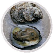 Two Oysters Round Beach Towel
