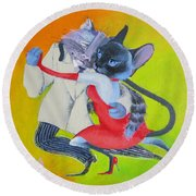 Two To Cats' Tango Round Beach Towel