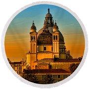 Venezia-basilica Of Santa Maria Della Salute Round Beach Towel