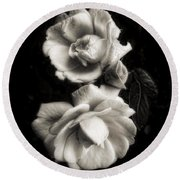 Vintage Roses In Antique Tones Round Beach Towel