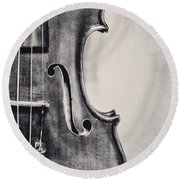 Vintage Violin Portrait In Black And White Round Beach Towel