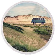 Vw Surfer Bus Out In The Sand Dunes Round Beach Towel