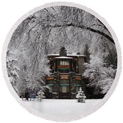 Winter At The Ahwahnee In Yosemite Round Beach Towel