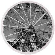 Wonder Wheel Of Coney Island In Black And White Round Beach Towel