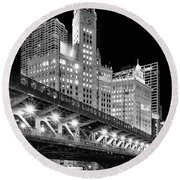Wrigley Building At Night In Black And White Round Beach Towel
