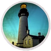 Yaquina Head Lighthouse At Sunset Round Beach Towel