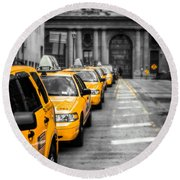 Yellow Cabs Waiting - Grand Central Terminal - Bw O Round Beach Towel