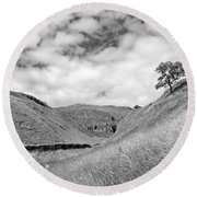 Lone Tree In The Yorkshire Dales Round Beach Towel