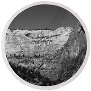Zion Cliff And Arch B W Round Beach Towel