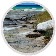 Quiet Waves Along The Shore Round Beach Towel