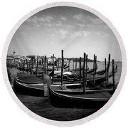 Black And White Gondolas Round Beach Towel