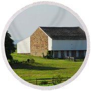 Round Beach Towel featuring the photograph Brian Barn At Gettysburg by Cindy Manero